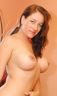 Naked amateur opens ass on webcam