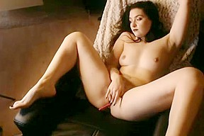 Amazing rubs her pussy solo...