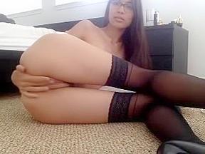Masturbates till orgasm pussy show off webcam...