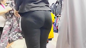 Big butts milfs in tight lycra...