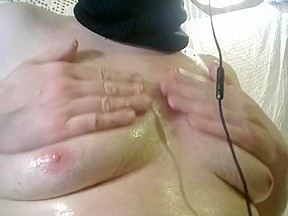 Plays with oiled up tities...