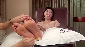 China tickling model emily tickling torture part 2...