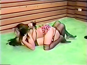 Asian women catfight with clear winner...