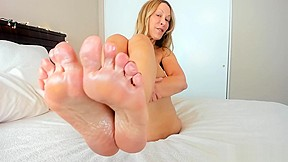 Milf jess ryan sexy foot teaser before giving...