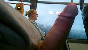 Public in train...