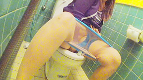 Asian young cute girl in toilet pt4...