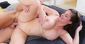 Karups cougar cathy heaven bangs her neighbor silly...