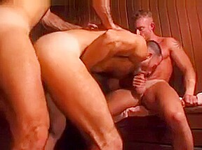 Plan a trois au sauna...