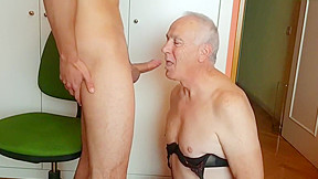 Guy guys cock and drinks his cum...