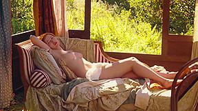 Christa Theret dans Renoir