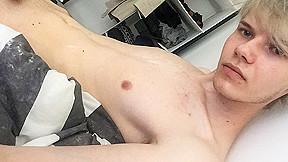 Skinny Twink Strokes On Cam - Sky Heet