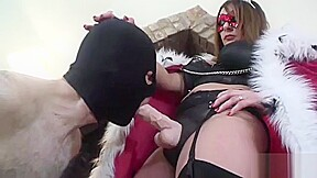 Masked mistress enjoys controlling cock with strapon...