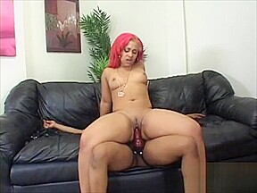 Pinky got with kianna to suck the clit...