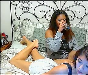 Lesbian sluts give amazing webcam sex show...