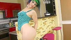 Cute teenage gal perfroming in fetish...