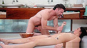 Sexy masseuse nasty handjob...