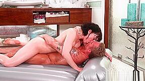 Sexy busty brunette milf masseuse gives amazing nuru...
