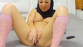 Stunning arabic beauty cums on camera...