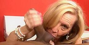 Granny knows how to suck bbc...