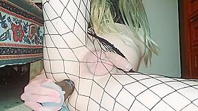 Fishnet tights trap