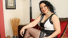 British Milf Shows Off Hot Body And Works Her Pussy - MatureNL
