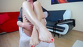 Mature solo footfetish with oil...
