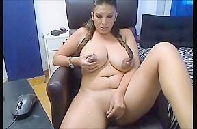 Amateur big boobsmilf milking...