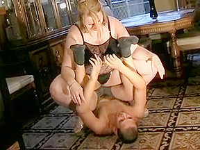 Big beautiful woman facesitting spouse...
