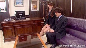 Office girl maki hokujo makes rides knob...