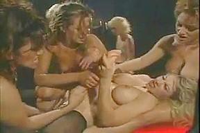 Lesbisk orgie med dildoer