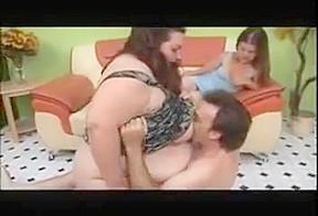 Prety midget and ssbbw 3 some.-