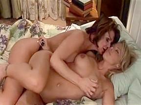 Amazing lesbian clip...