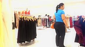 Black pants latina in mall...