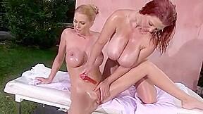 Lesbiennes. Double D Girls