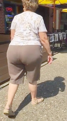 Big plump butt gilf in brown pants...