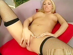 Curvy blonde cassie rose gives a good titjob...