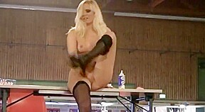 Stripper squirting onstage at festival erotico...