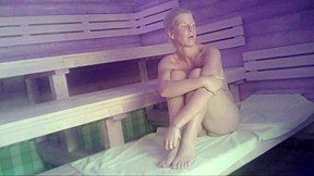 Nackt in der sauna voyeur
