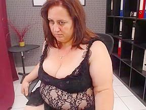 Mature show by a chubby slut big butt...