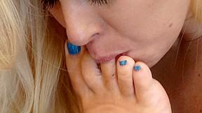 Blond Lesbos FeetLicking, p. 1