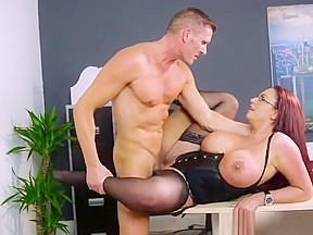 Luscious butt spreads her legs for her driver...