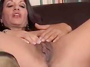 Mature arab fingering pussy...