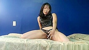 Solo shows her sexy pussy...
