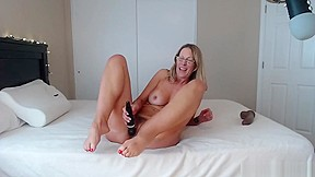 Hot mature with sexy feet n riding hard...