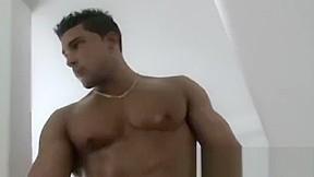 Bodybuilder cumshot oh cummmmmmmmmmmm...