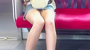 Upskirt no panties in train tokyo japanese...