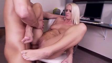 Licks her feet then fucks