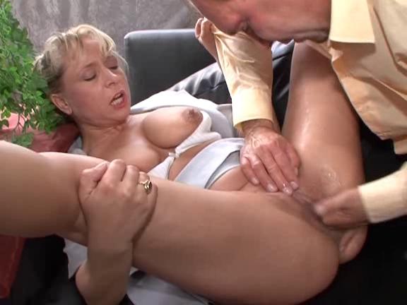 Одевается сквиртинг оргазм с пожилыми женщинами две девушки порнокастинге