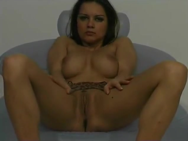 busty girl masturbating to the music - Julia Reaves