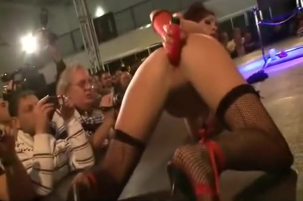 The audience loves all the wild stripper action Swingers first time